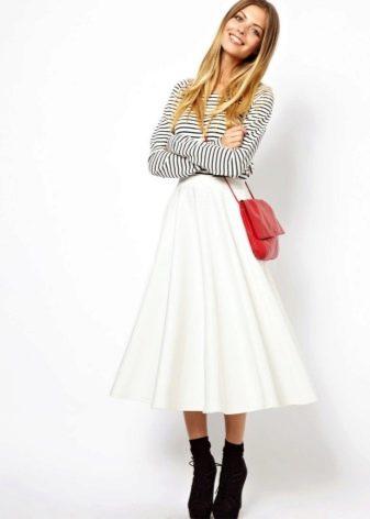 Коническая юбка для стройных девушек
