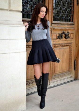 Короткая пышная черная юбка в складку