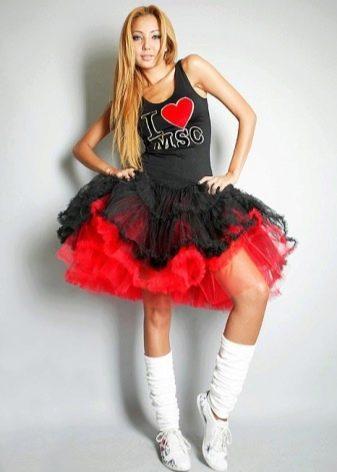 Короткая пышная красно-черная юбка-американка