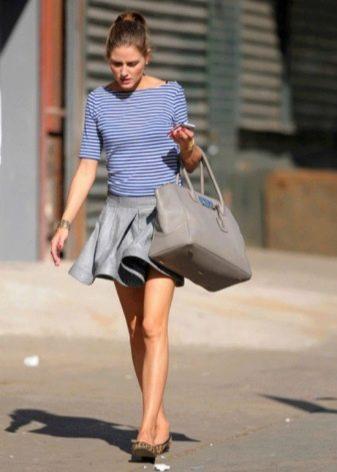 Короткая пышная юбка с полосатым джемпером