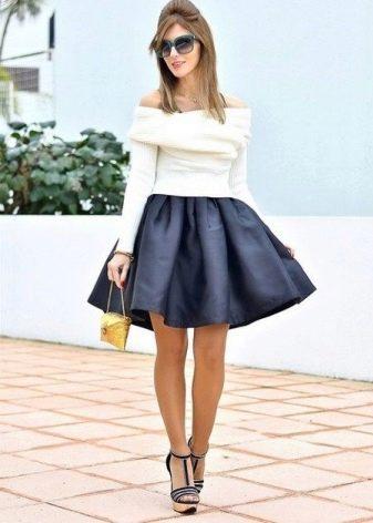Короткая пышная юбка черного цвета