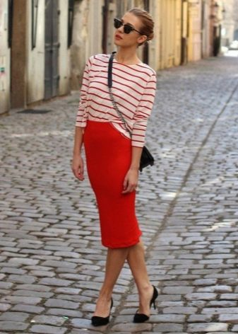 Красная юбка карандаш для девушек с фигурой типа прямоугольник