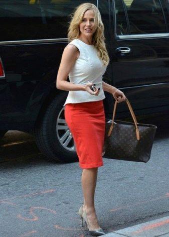 Красная юбка карандаш из хлопка