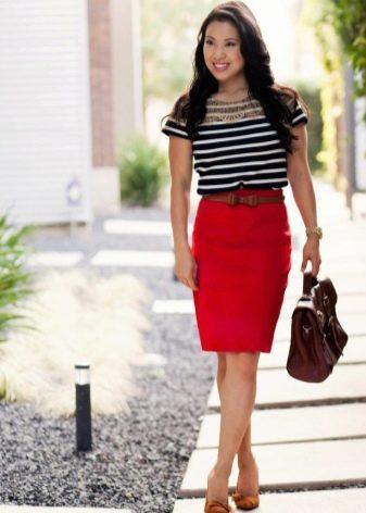 Красная миди юбка карандаш