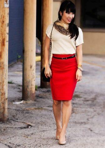 Аксессуары и украшения к красной юбке карандаш