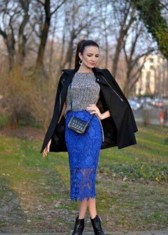 ярко-синяя кружевная юбка-карандаш