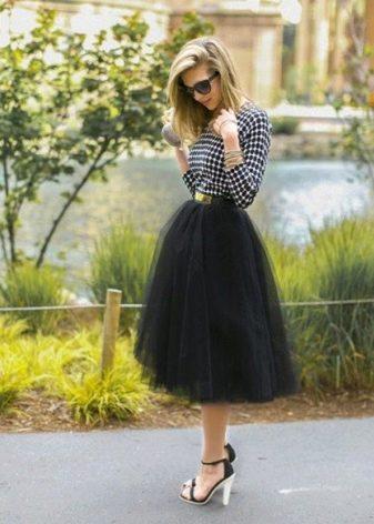 Многослойная юбка с завышенной талией для женщин с фигурой типа перевернуты треугольник