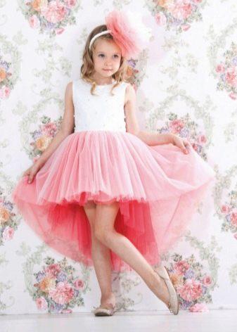 Короткое спереди длинное сзади платье для девочки из фатина