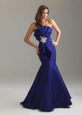 темно-синее платье-русалка из тафты