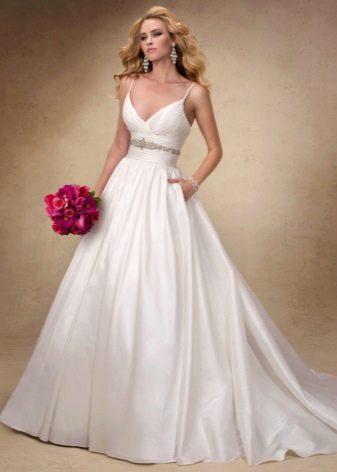 романтичное свадебное платье из тафты