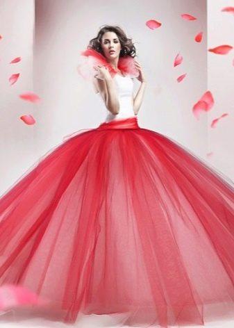 пышное платье с юбкой из розовой тафты