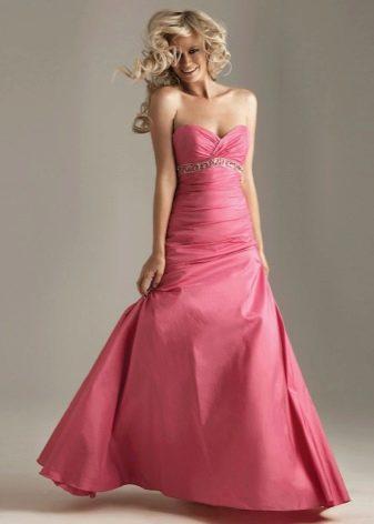 розовое платье из тафты