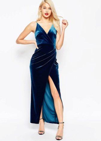 Синее велюровое платье