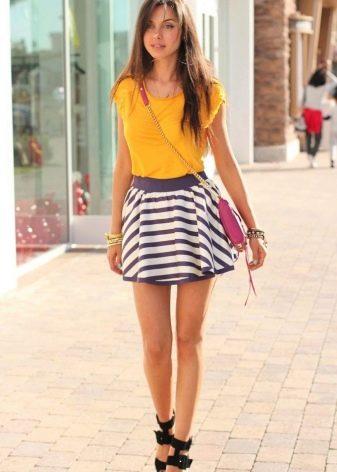 Короткая полосатая юбка полусолнце на лето