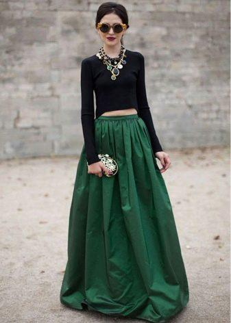 Длинная в пол пышная юбка зеленого цвета на лето