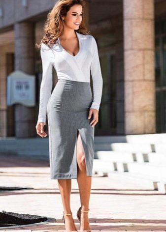 Прямая серая юбка в сочетании с белой кофточкой