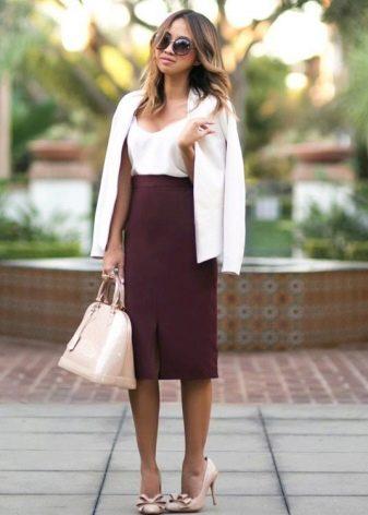 Прямая бордовая юбка с завышенной талией
