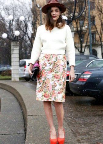 Классическая прямая юбка с принтом