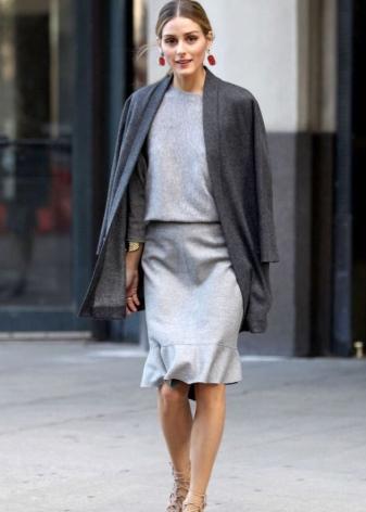 Серая юбка карандаш из шелка