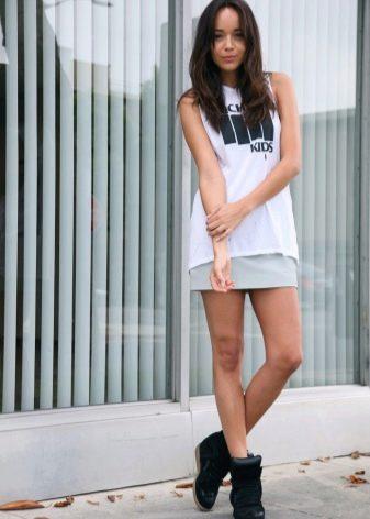 светло-серая спортивная юбка