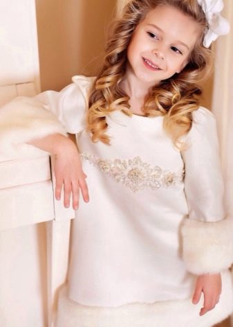 Зимнее платье с меховой отделкой для девочек