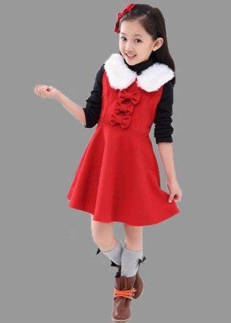 Зимнее платье с меховым воротником для девочек