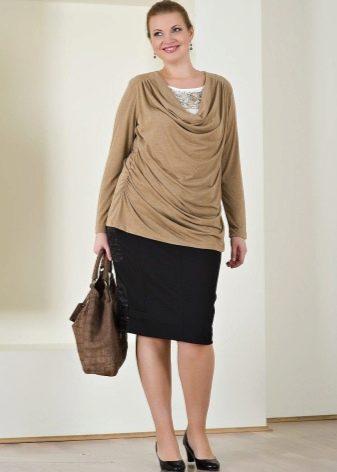 юбка-карандаш для полных женщин и блузка с драпировкой