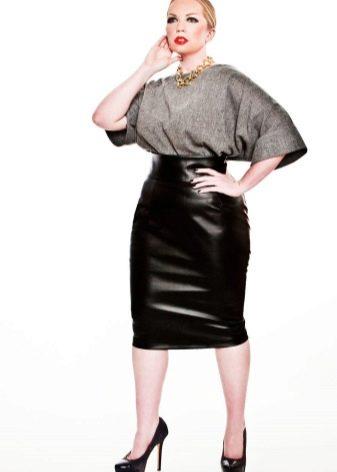 кожаная  юбка-карандаш для полных женщин