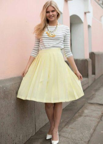 светло-желтая юбка-солнце