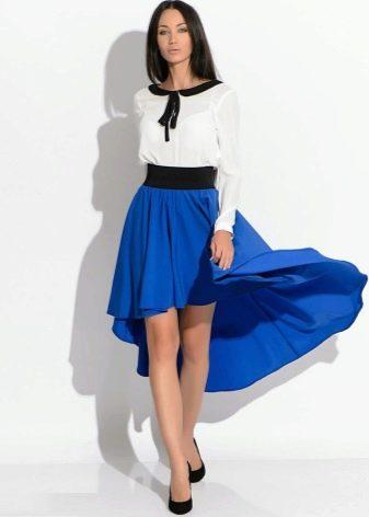 яркая юбка-солнце со шлейфом