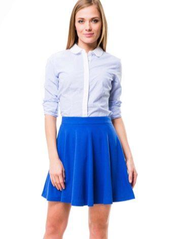 синяя юбка-солнце выше колена