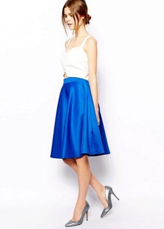 синяя юбка-солнце средней длины