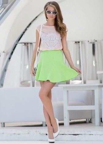 короткая салатовая юбка-солнце