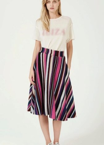 цветная юбка в вертикальную полоску