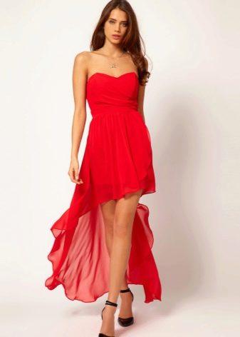 Красной платье со шлейфом