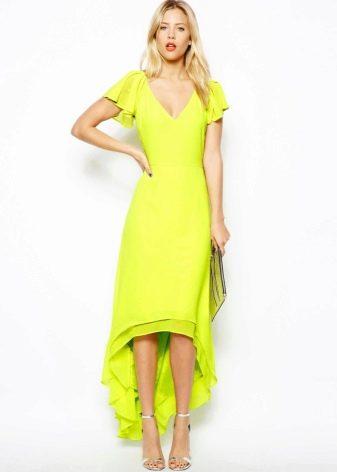 Вечернее платье со шлейфом яркого цвета