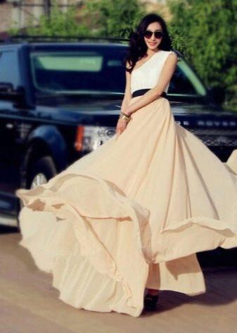 Бежевая юбка солнце в пол в сочетании с белым топом