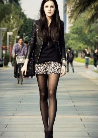 Моя девушка носит мини юбки