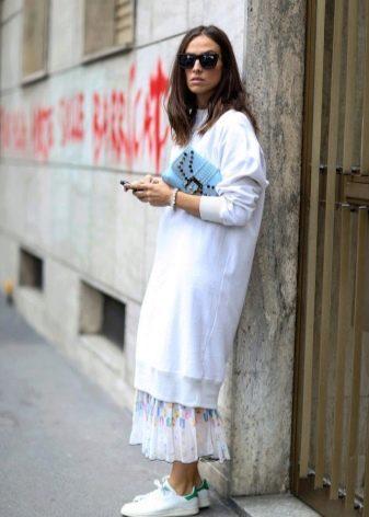 Кеды и длинная юбка фото