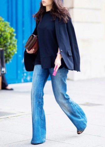 aa1518889ab Не надевайте джинсы клеш с расклешенной верхней одеждой или кожаным пальто.  Такие сочетания хороши лишь для ретро-образов