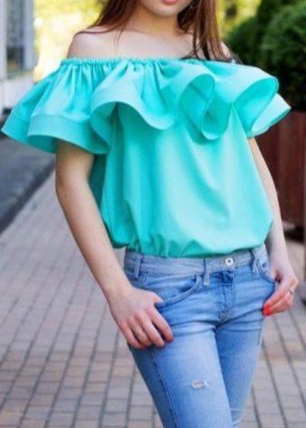 Блузка с рукавами воланами