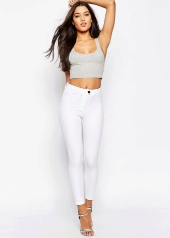Сильно обтягивающие штаны у девушек