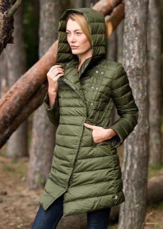 fe26484c26a Это может быть модное стеганое пальто на синтепоне или однотонный вариант  демисезоннего пальто только с утеплителем.