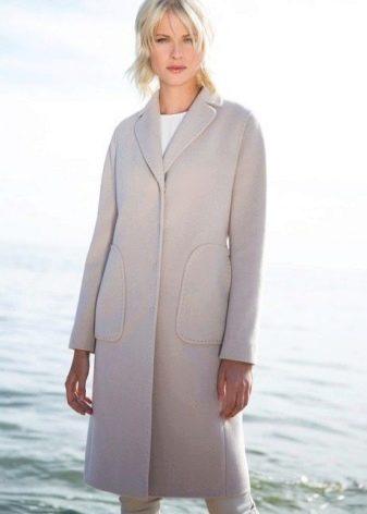 cdcc5a09ab69 Вельветовое пальто является довольно распространенным в осенний период,  поскольку в этот материал пропускает сильные порывы холодного ветра и плохо  защищает ...