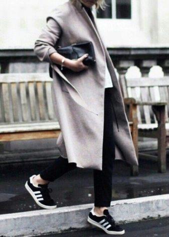 56baad6e Плащ с кроссовками создайте ультрамодный look – Блог о рукоделии и моде