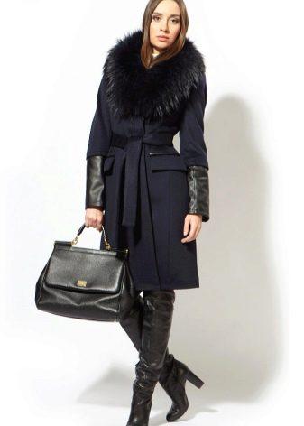 8b7da93fda7 Небольшой отложной меховой воротничок или воротник-стойка очень украсят  пальто из этой ткани.