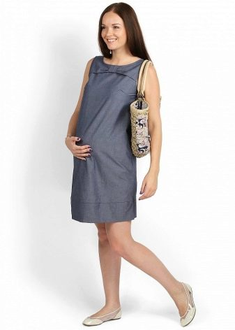 9f6e9063872 Сарафан для беременных из джинсы (это также натуральная ткань) обычно  бывает украшен карманами (внутренними и нашивными)