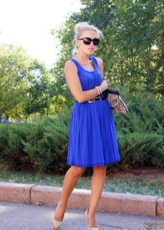 4acfb366ef7 Комбинации цвета. К синему цвету платьев отлично подойдут бежевые туфли ...