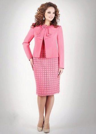45937bfac39 Это может быть пиджак с брюками или юбкой либо комплект с платьем. Модный  грамотно подобранный костюм придаст женщине ...