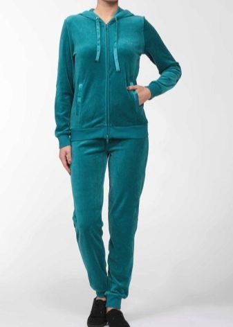 Конечно же, модельный ряд велюровых костюмов не обойдется без ряда изделий  из категории pluse size, предназначенных для девушек с пышными формами, ... 2e28bb74b3d